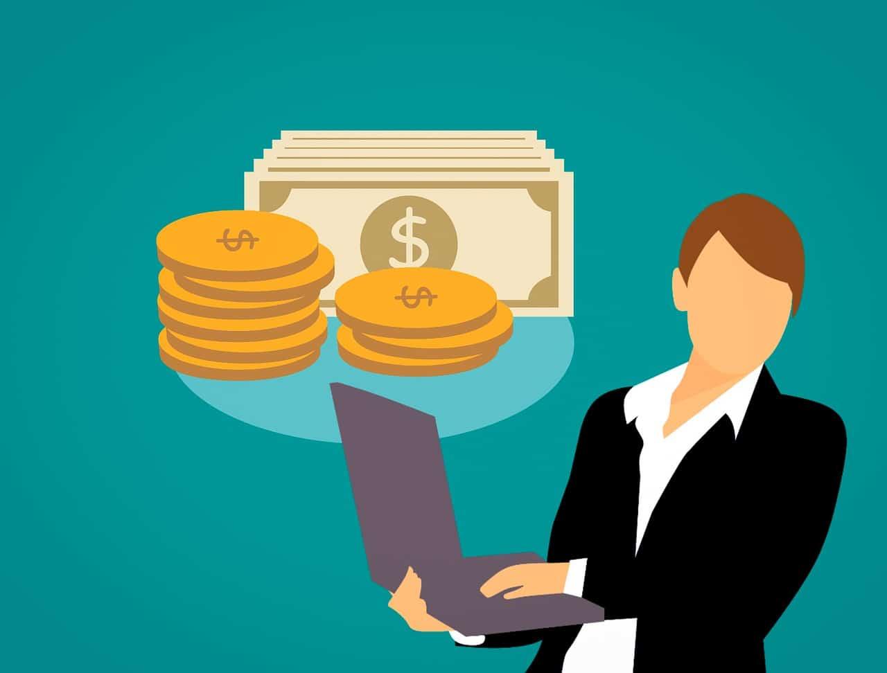 quanto custa vender no mercado livre - empreendedor com notebook na mão e moedas e cédulas acima